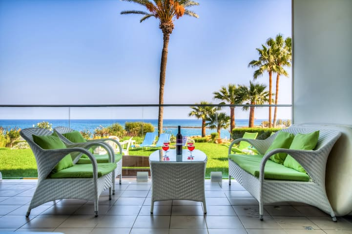 Beach Front Apartment With Garden