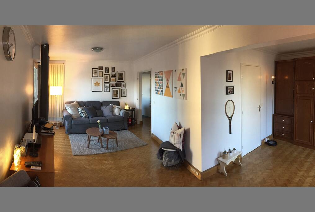 A larger view of the living room here!