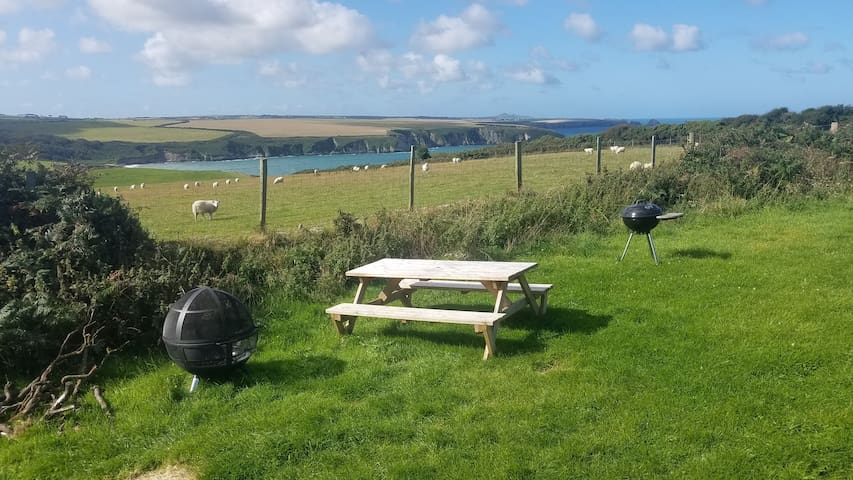 Nearly wild campsite with sea views & beach access