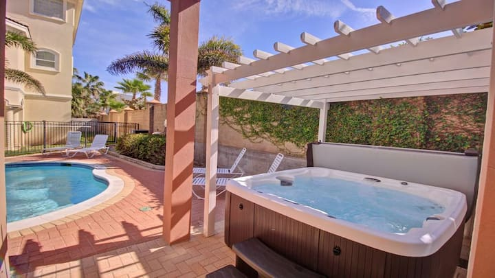 Private Fountain Villa On Padre Island (Sleeps 12)