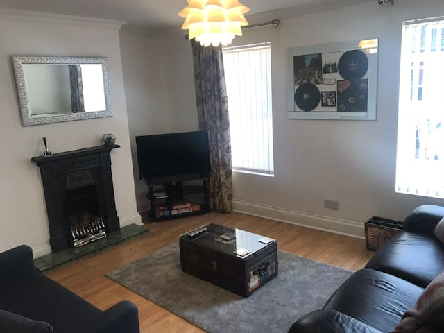 2 bedroom House in the heart of lark lane.