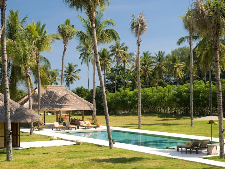 Beachfront Villa Sepoi Sepoi, 6BR, Tanjung w/ chef