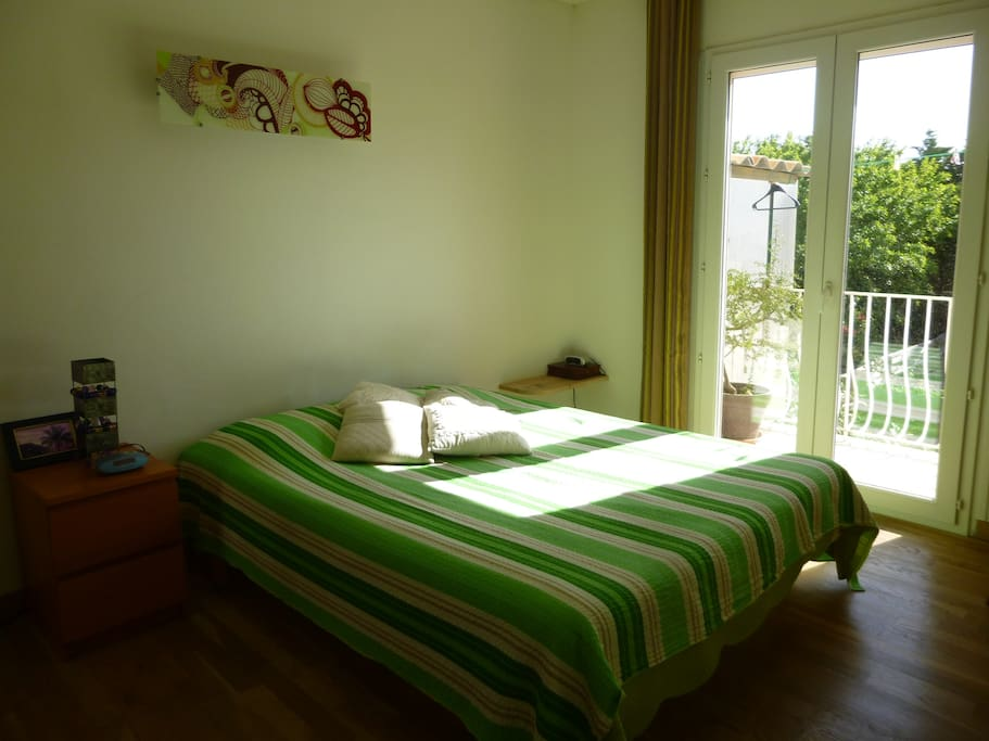 Chambre côté jardin.
