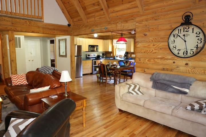 Lake Anna Log Home - All Season Family Getaway
