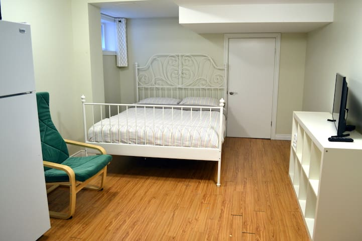 Cozy Basement Studio Unit 5 min from Subway