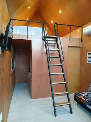 Living y dormitorio en planta alta