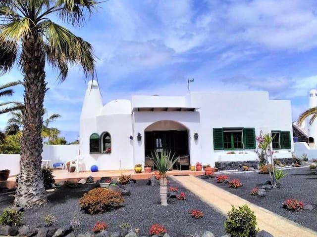 Villa karisa 2 bedroom, 1 bathroom. Sleeps 4ppl