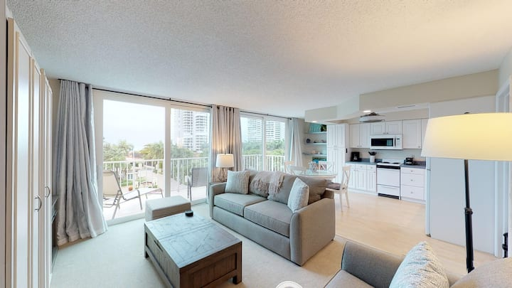 Updated Condo, Steps Away from Free Beach Access!!