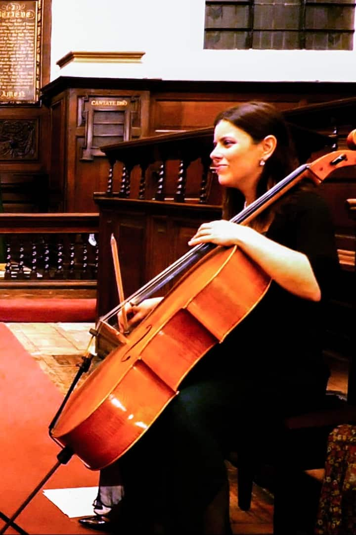 Evva - the host and cellist