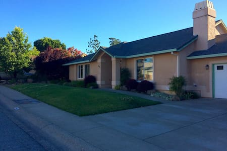 Peaceful quiet home walking distance from Bethel 2