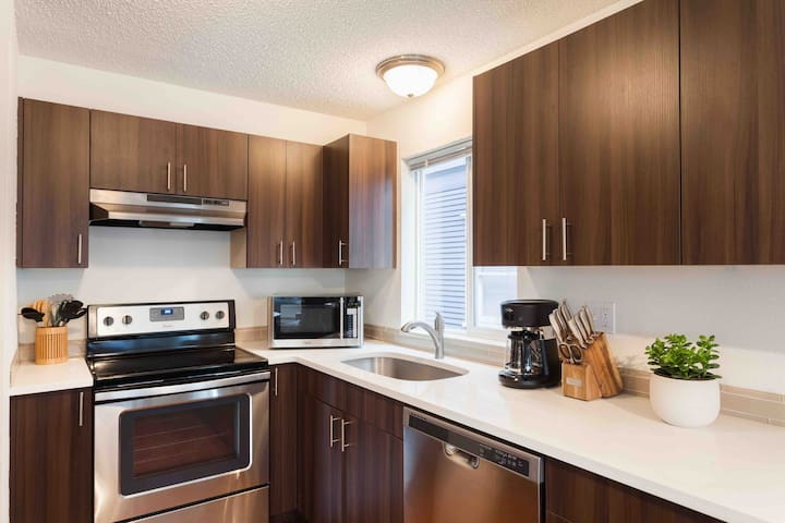 Relaxed Sparkling Clean Private Apt in Queen Anne