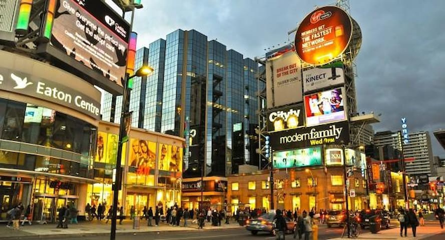 Downtown Furnished Condo by St. Mike/RU/Dundas Sq