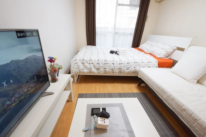 Shinsaibashi big TV and sofa room subway 1min - Osaka - Apartament