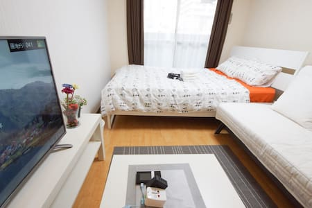 Shinsaibashi big TV and sofa room subway 1min - Osaka - Daire