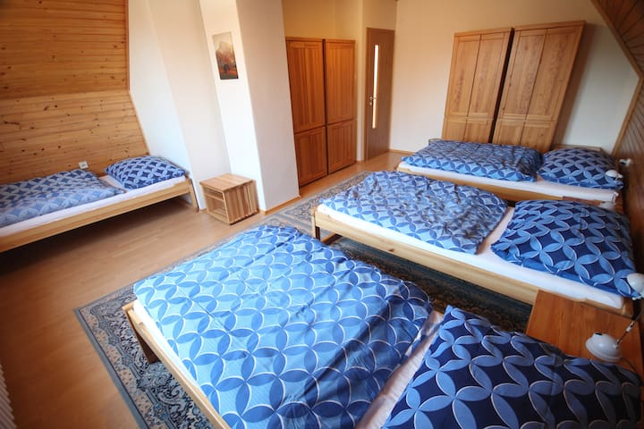 Room 1: 4 beds