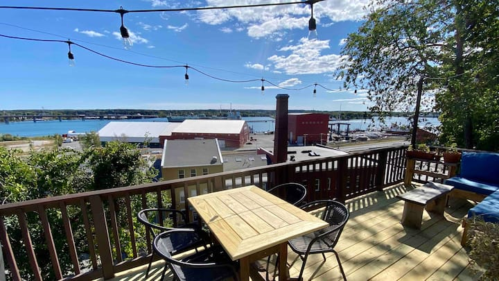 Quiet Sunny 3 Br 2 Bath with deck and water view