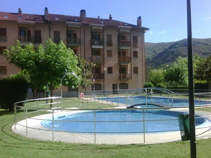 Ezcaray. Con piscina y junto al rio