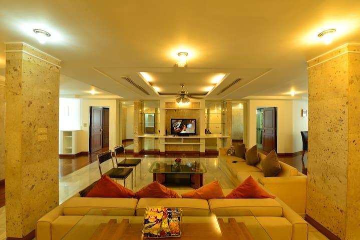 Luxury 3 bedroom Apartment on Posh Sukhumvit - Bangkok - Apartamento