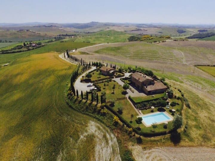 Flat in a country house with pool near Siena