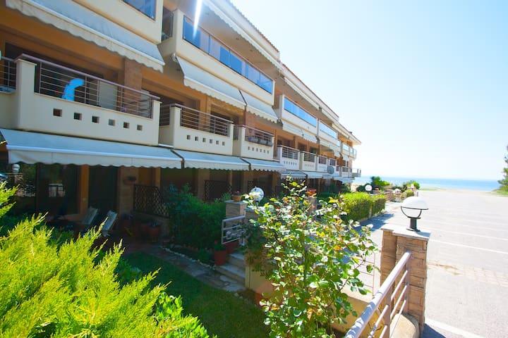 Boyle BeachFront House, Gerakini - Paralia Gerakinis - บ้านพักตากอากาศ