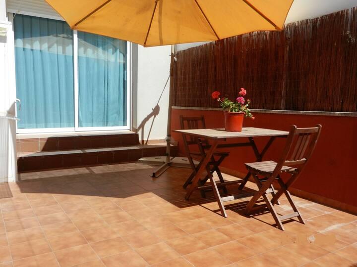 Loft con terraza cerca de la playa en Vilafortuny