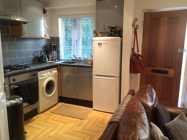 Stylish flat, loved and homely nxt to central line