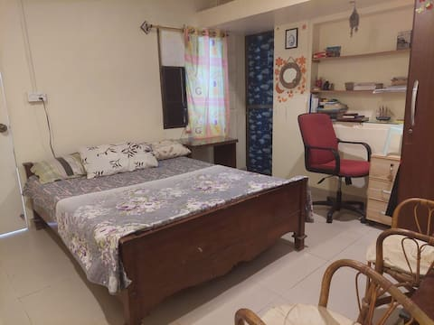 Cozy private bedroom with private bathroom in the heart of karachi