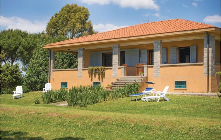 Holiday cottage with 2 bedrooms on 120 m² in Montalto di Castro-VT-
