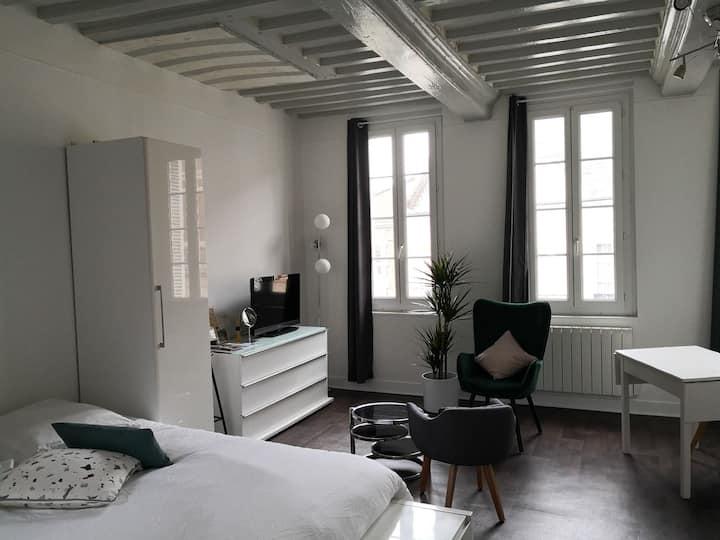 Beau studio, centre ville de Montivilliers