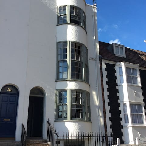 A private space with double room and ensuite - Brighton