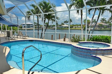 Beautiful home with Wide Water view - Marco Island