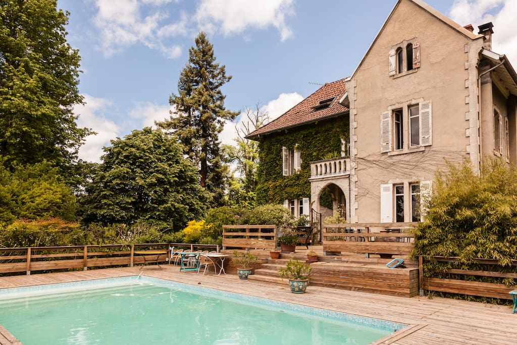 Manoir avec piscine et grand parc villas louer for Piscine bordeaux grand parc