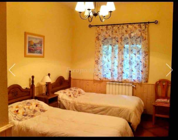 Habitación número 1 dos camas individuales 0'90