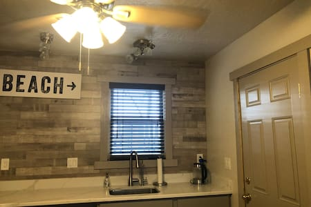 2 Bedroom Downtown Delight- Deming Beach house