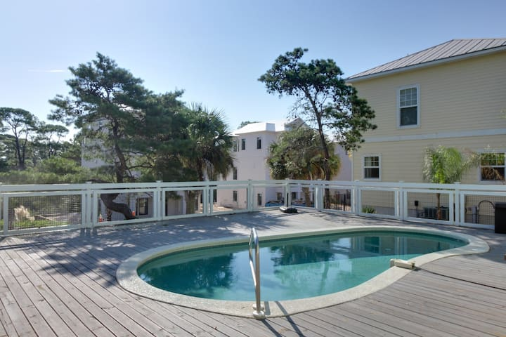 Gulf View home, w/ private pool & soaking tub - snowbirds welcome!