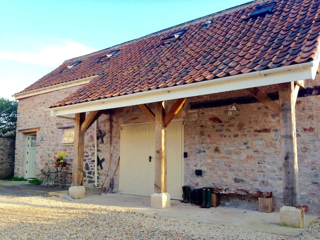 Fab converted Barn, walk to pub, close to Wells