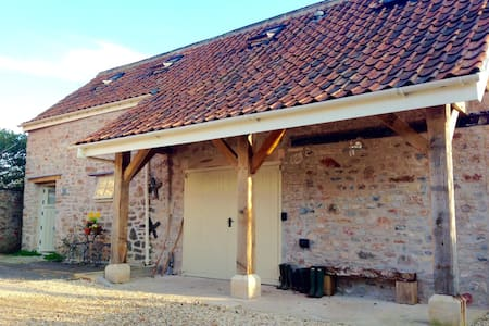 Fab converted Barn, walk to pub, close to Wells - Dinder - Talo