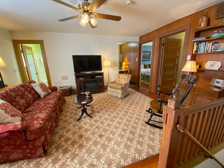 Herman's Hideaway: Cozy 2BR in Tower Grove East