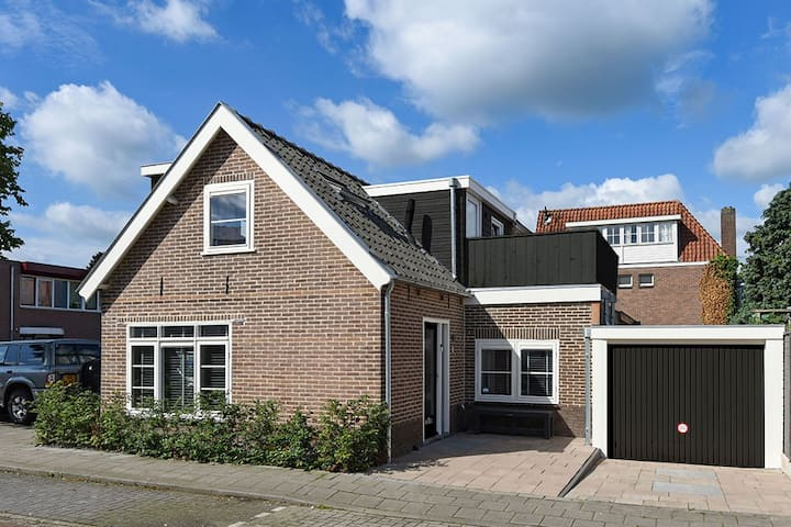 Comfy and stylish house, 30 minutes to Amsterdam