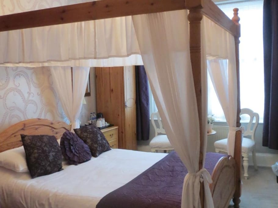 King size four poster