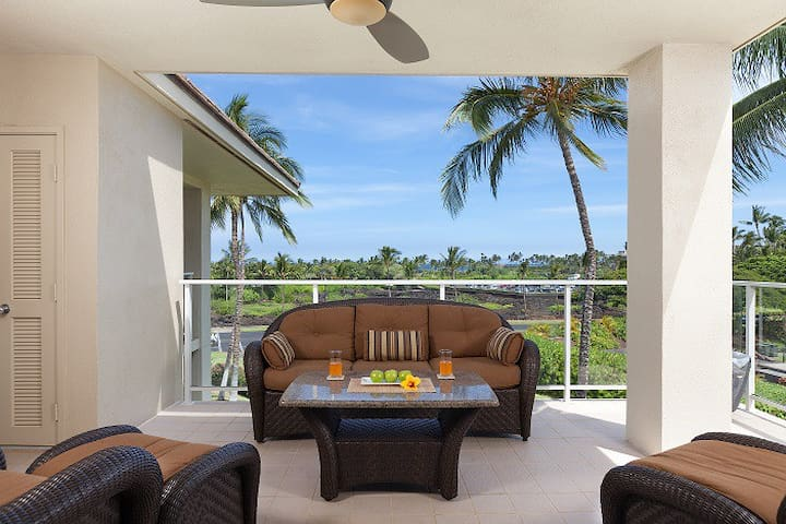 Vista Waikoloa A304.  Ocean Views, Top Floor