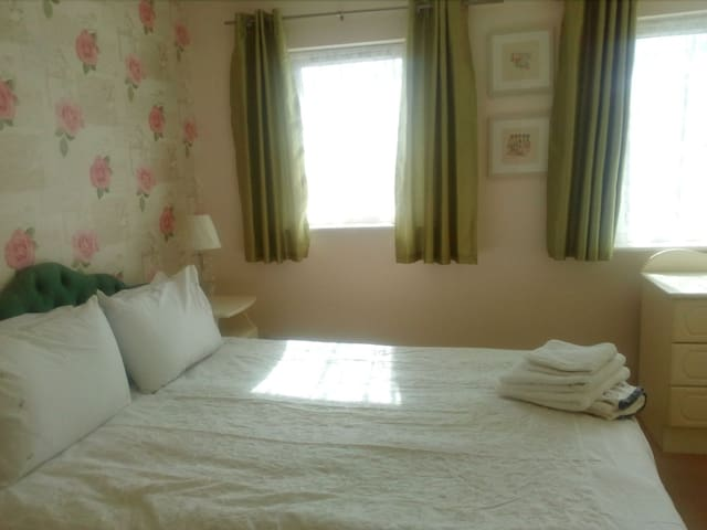 King en suite room in quiet house
