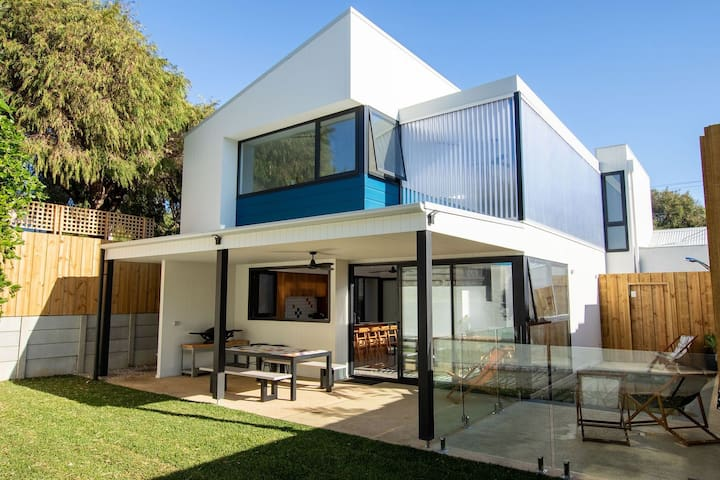 Stylish Yallingup dream home 100m from the beach