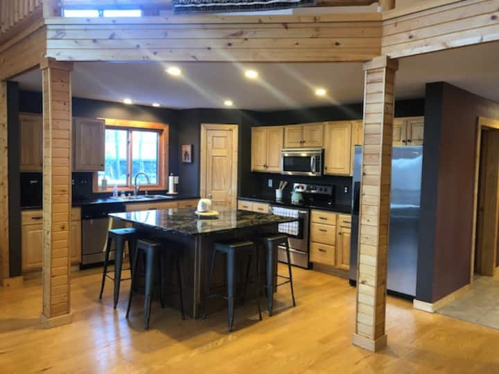 Large Family Cabin on Sand Lake -20 mins to Casino