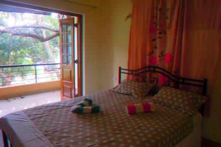Nice 1 bedroom with kitchen. Shanti villa - Morjim