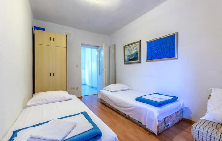 Nice apartment in Dugi Rat with WiFi and 1 Bedrooms