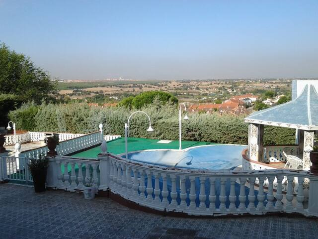 Spacious villa with swimming-pool