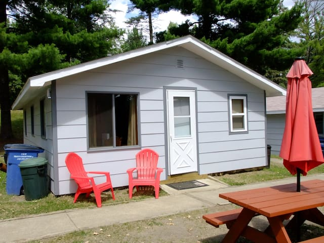 Beautiful Lake Belle Taine Cabin 6