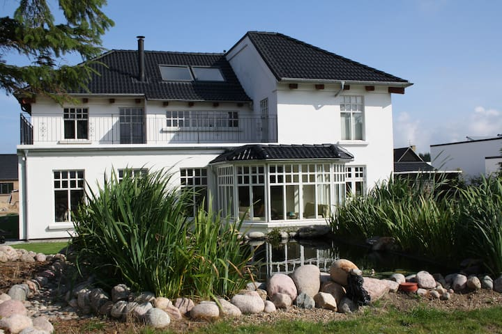 Smuk nyere villa i Løkken