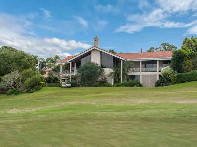 Stunning Golf Course Views - Indooroopilly - Dom